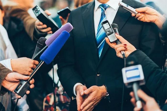Trách nhiệm của bộ phận PR Quan hệ công chúng là quản lý giao tiếp với truyền thông, người tiêu dùng, nhân viên, nhà đầu tư và công chúng.
